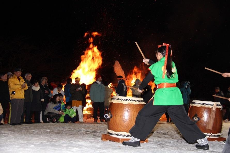 片品村のいろいろなイベントに登場する尾瀬太鼓。燃え盛る炎と太鼓の音が迫力満点。