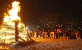 燃え盛る「神の火」を見に御神火祭へ行こう!薪ストーブが暖かいカフェレストランへもドライブ 群馬県片品村