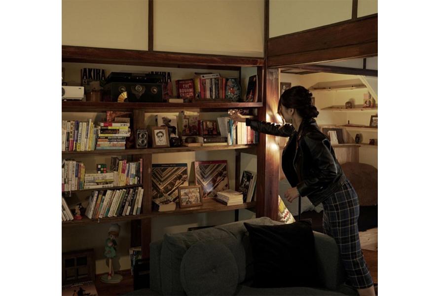 本棚には、読書好きのオーナーが揃えた本がズラリ。自由に読むことができる。