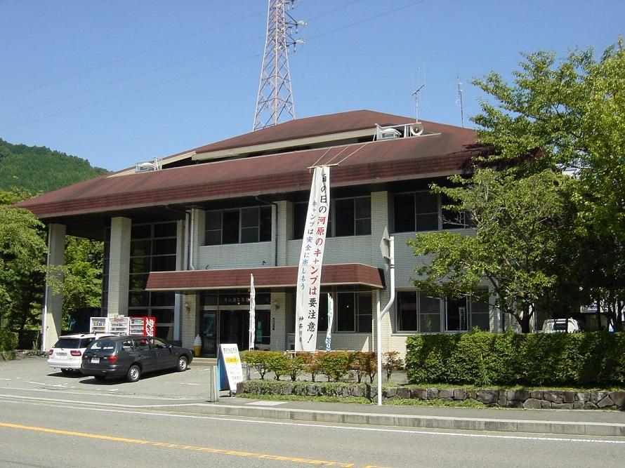 丹沢湖誕生を機に設立された多目的施設。丹沢の自然や歴史などについて紹介。