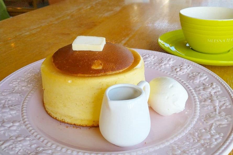 人気メニューのひとつ「究極のホットケーキ」は1080円(税別)。