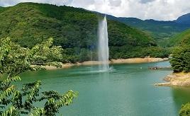 高さ80mまで噴き上がる大噴水!市房ダム湖や旬を味わう山菜カフェへドライブ 熊本県水上村