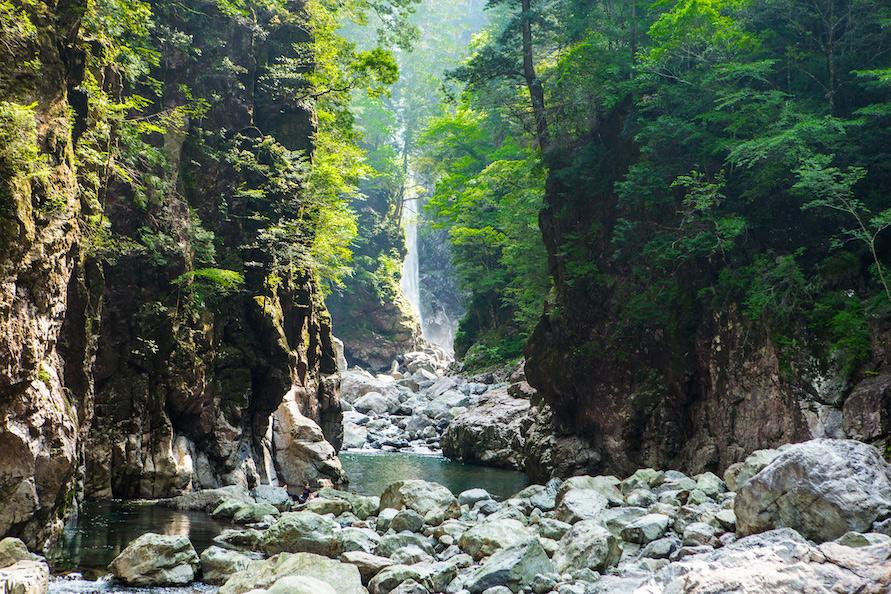 大杉谷の代名詞ともいわれるシシ淵は、大杉谷でも屈指の秘境ポイント。