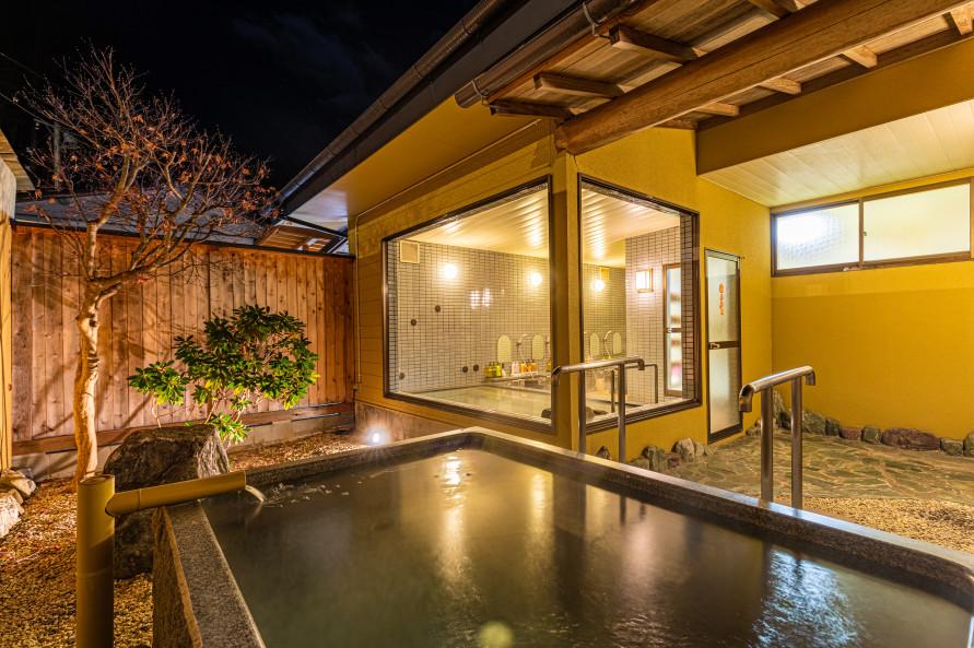 露天風呂付き客室の利用と夕食がセットになった「日帰りプラン」では、部屋のお風呂に加えて館内の大浴場も利用できる。