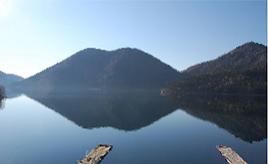 遊覧船や温泉を楽しもう!くちびる山を映す湖畔のホテルへドライブ 北海道鹿追町