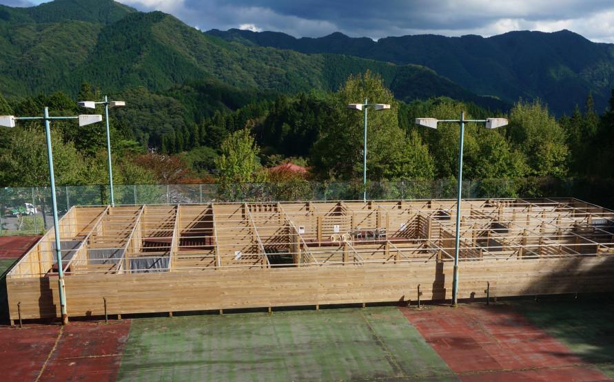 巨大迷路は平成29年(2017)に完成。随所に設置されたスタンプを集めてゴールを目指す。