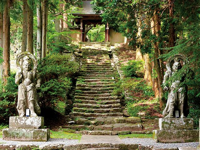 山岳仏教の聖地で、強力なパワースポットを巡る