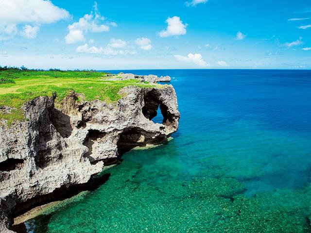 残波岬、真栄田岬を巡る 絶景!青い海の沖縄ドライブルート