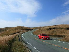 絶景ドライブルート 阿蘇北外輪山の尾根を走る草原道路 熊本県阿蘇市