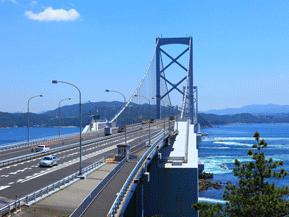 絶景ドライブルート うず潮で知られる鳴門海峡に架かる橋 徳島県鳴門市