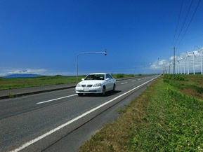 絶景ドライブルート 日本海越しに利尻富士を望む絶景道路 北海道稚内市