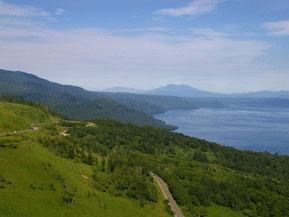 絶景ドライブルート 屈斜路湖の大パノラマが広がる峠越えルート 北海道弟子屈町