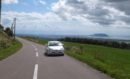 絶景ドライブルート 函館山と駒ヶ岳を望むワインディングロード 北海道七飯町