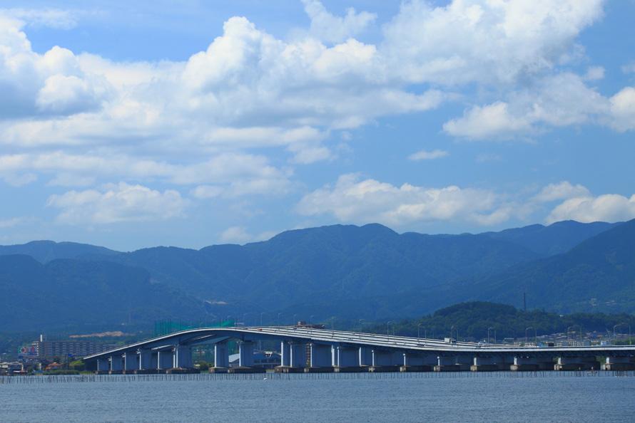 【絶景ビュースポット】びわ湖東岸からみた琵琶湖大橋。