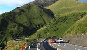 絶景ドライブルート 由布岳、鶴見岳南麓を走る高原道路 大分県別府市