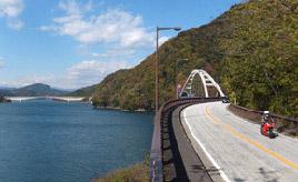 絶景ドライブルート 水と緑に囲まれた宮ヶ瀬湖畔を走るレイクライン 神奈川県清川村