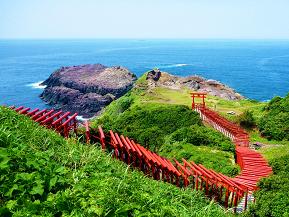 断崖に向かって立ち並ぶ鳥居は圧巻!元乃隅稲成神社へドライブ 山口県長門市