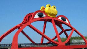 ケロケロケロ~♪カラフルで巨大なカエルが出迎えてくれる! 和歌山県印南町