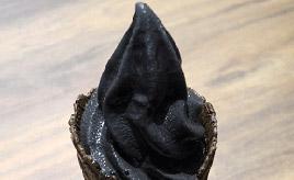 ブラック!ブラック!ブラック!嵐山PAでインパクト大のグルメを満喫 埼玉県嵐山町