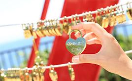 【恋叶ロード 4】縁結びのモニュメントが目印!「粟嶋公園」でハートの鍵に愛を誓おう 大分県豊後高田市