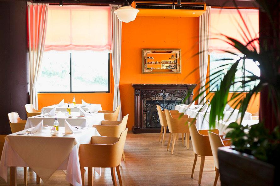 国際的に高い評価を得ているイタリアンシェフ、奥田政行が手掛ける「リストランテ・スコーラ」。パスタランチコース1890円から、ディナーはコース料理3500円から楽しめる。