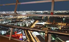 360度ぐるりガラス張り!地上252mからベイエリアの絶景を眺める 大阪府大阪市