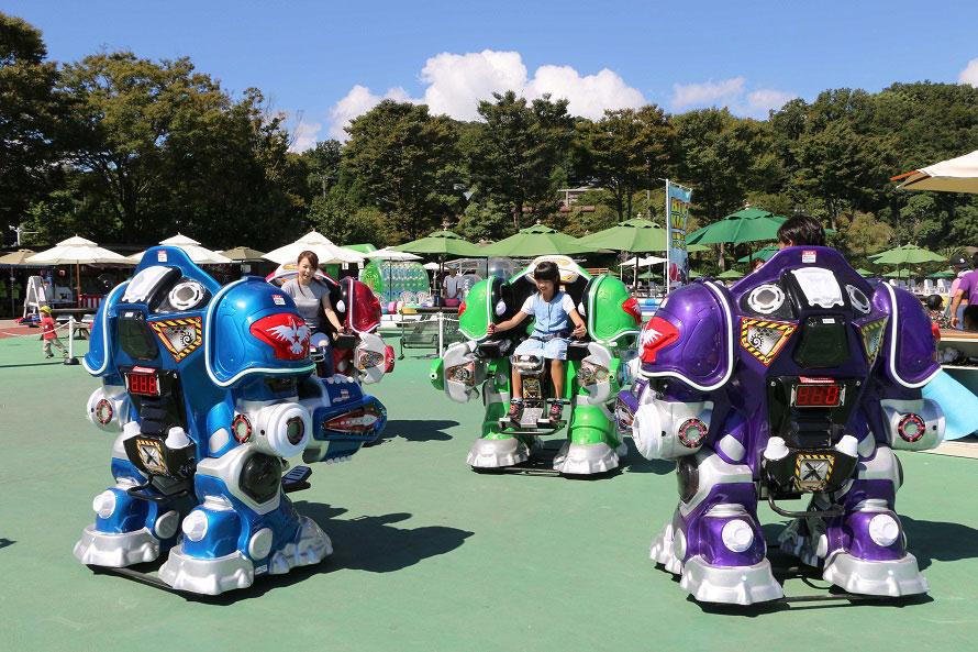 人が搭乗できる対戦型ロボットで対戦!「バトルキング」はキッズに大好評。