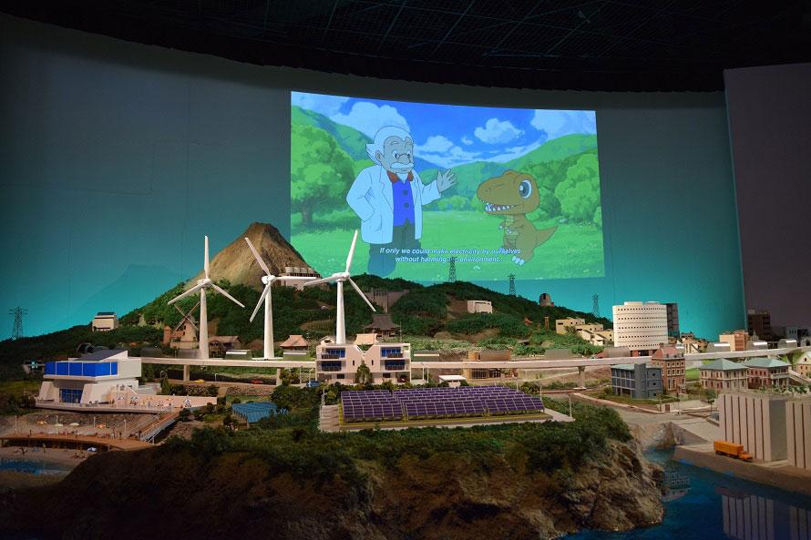 驚き映像エリア内の「太陽の街」というアトラクションでは、『自然エネルギー』『省エネ』『エネルギーの地産地消』などを映像とジオラマで解説してくれる。
