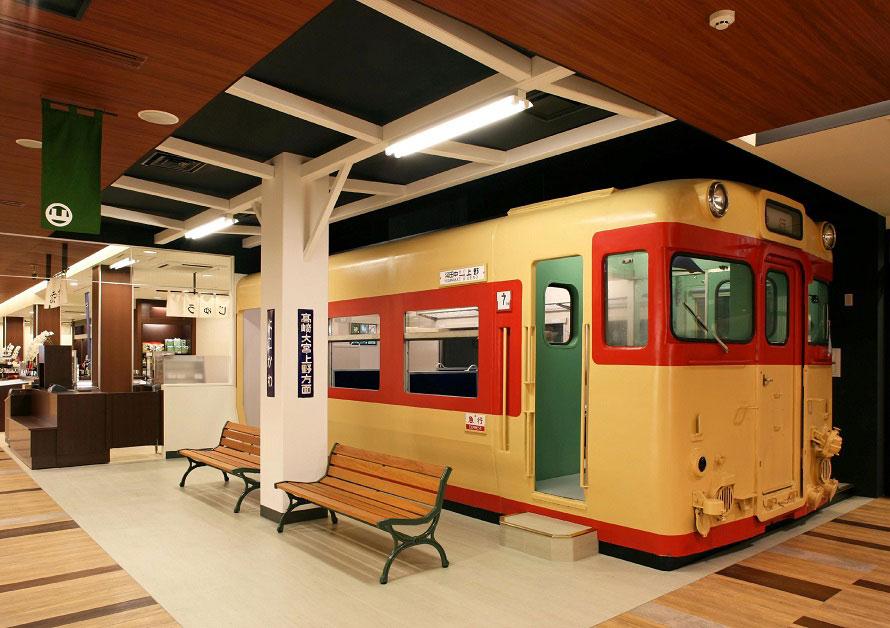 メモリアルコーナーでは、廃止前の信越本線・横川~軽井沢間の横川駅が再現されている。
