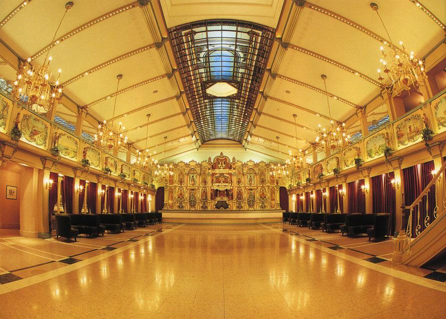 世界最大級のダンスオルガンは全長が20mほどあり、部屋全体が巨大な楽器のよう。空気の力だけでオーケストラを再現する大迫力の演奏が楽しめる。演奏のタイムスケジュールは要チェック!