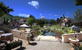 富士の絶景とヨーロッパの町並みが美しい音楽のテーマパーク 山梨県富士河口湖町