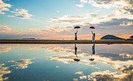 ここはウユニ塩湖!?空を映し出す鏡のような浜辺で記念の一枚を撮ろう 香川県三豊市