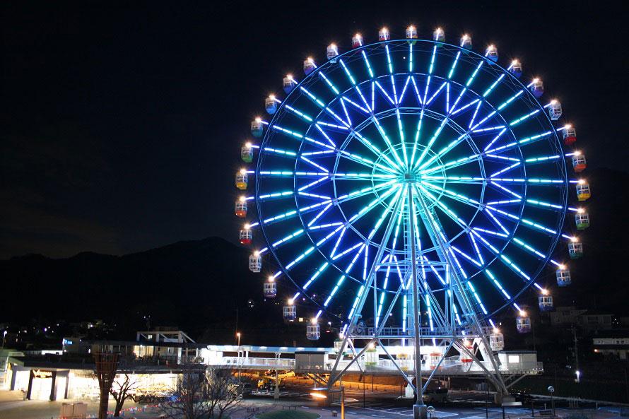 敷地内にある大観覧車 フジスカイビューからは富士山がバッチリ見える。営業時間10~21時(年中無休)で、利用料は700円(3歳以上)。日没後のイルミネーションもおすすめ。