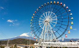 富士山の絶景を一望!地元のB級グルメやかわいい雑貨が揃うSA 静岡県富士市