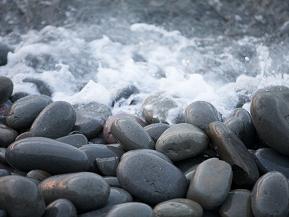 ゴロゴロ♪とよく鳴る石の浜「鳴り石の浜」で運気が良くなる?! 鳥取県琴浦町