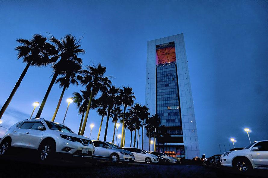 四日市港ポートタワービルの14階に展望展示室「うみてらす14」がある。