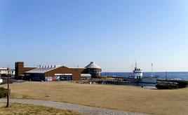 南房総の海の幸を満喫!美しい海に面した開放的な道の駅へドライブ 千葉県南房総市