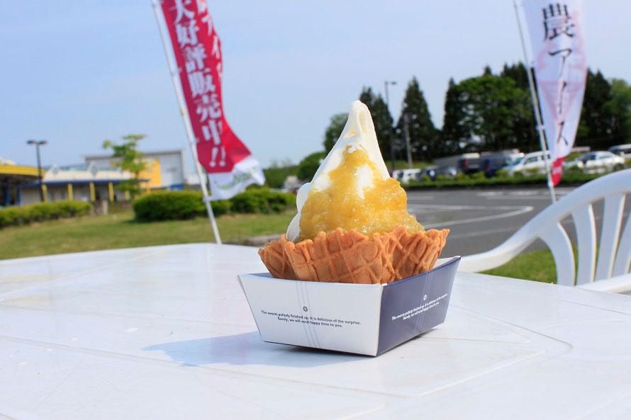 道の駅内にあるショップ「農アイス」では十和田産の大豆「おおすず」と、青森産のお米「まっしぐら」を使った2種類のソフトクリームが選べる(コーン280円、ワッフル330円ともに税込)。季節によって変わるトッピングソースも楽しみ。