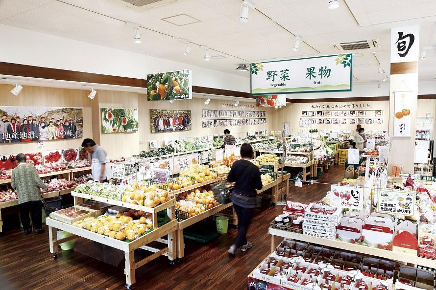 道の駅「くどやま」内にある産直市場「よってって」では、九度山町や県内産の農作物や加工食品のほか、特産品・名産品を集めたお土産コーナーもある。
