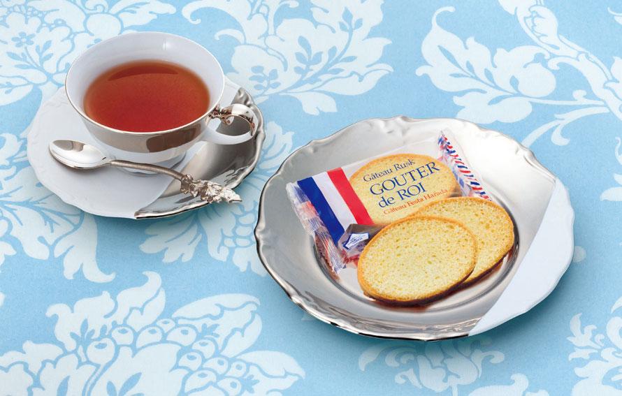 不動の人気を誇るガトーラスク「グーテ・デ・ロワ」。ガトーラスクに最適なブレンドで調合された小麦粉で作られたフランスパン、厳選した高品質のバターが、あのサクッとした食感を生み出す。