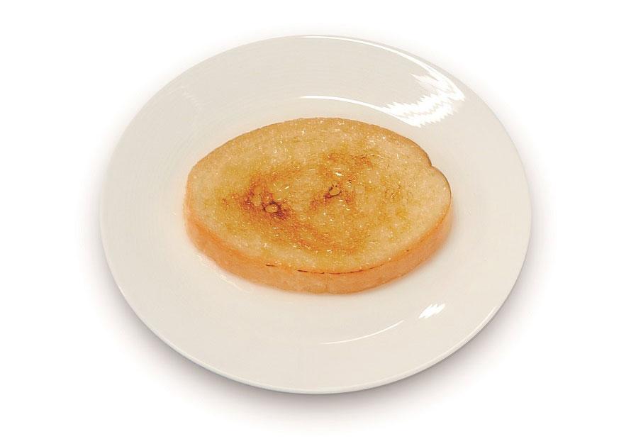 「グーテ・デ・ロワ」をキャラメリゼ(=バーナーなどで焼くこと)した「グーテ・デ・ロワ ブリュレ」がこちら。ここでしか試食できない、見学者だけの特典!こちらはガトーラスクと違ってもっちりとした食感。
