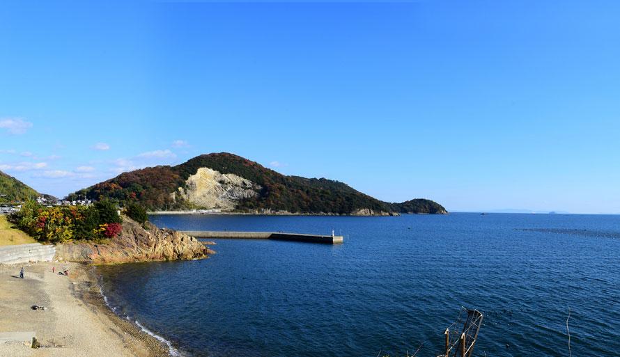 瀬戸内の海を一望。屋上展望デッキから絶景を眺めたり、海遊びを楽しんだりできる。