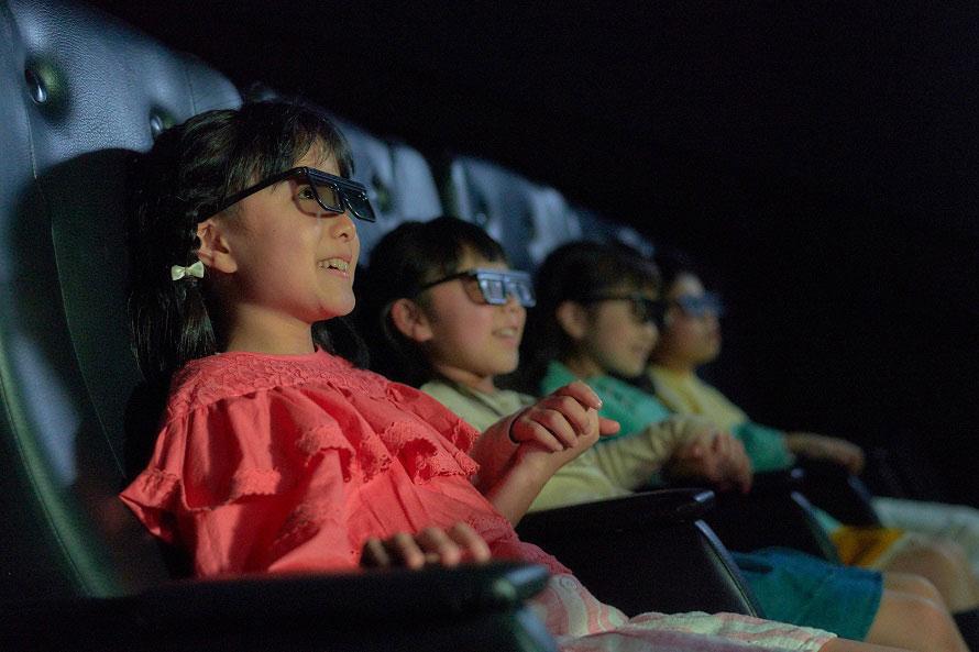 4Dシアターの「マウンテンゴリラ」では、貴重なマウンテンゴリラの生態を立体映像と演出効果でリアルに体感。