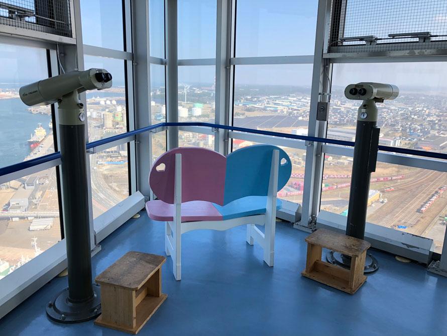 地上100mにある展望台は、360度のパノラマの景色が楽しめる絶景スポット。秋田市内、日本海や夕日の絶景、太平山を眺めることができる。入場無料。