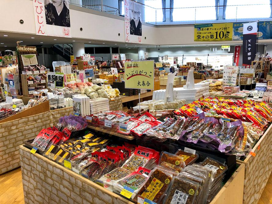 セリオンガーデンでは、地元秋田の農産品や、特産品、土産物が所狭しと並ぶ。