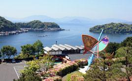 昔ながらの情緒ある景観を堪能!入江を取り囲む舟屋が見える道の駅 京都府伊根町