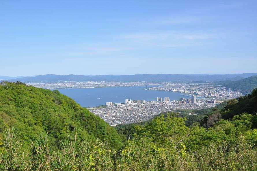 琵琶湖と大津市内を一望する「夢見が丘」からの景観。