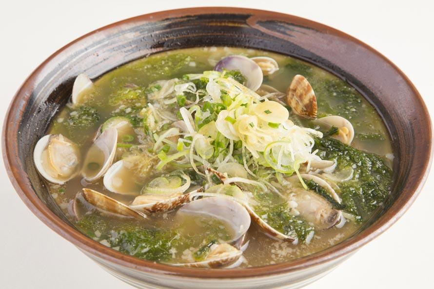 「宝醤軒」(11~22時、ラストオーダー21時30分)の「あさり潮浜ラーメン」820円(税込)。房総名物のアサリをたっぷりと使用したスープがおいしい!