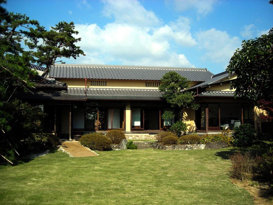 昭和16年(1941)竣工の数寄屋造の近代和風住宅「旧木下家住宅」。