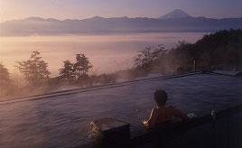 日の出、富士山、満天の星!絶景を楽しめるほったらかし温泉でのんびり 山梨県山梨市